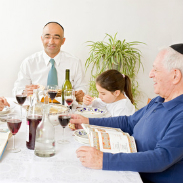 jewish-family-eating-by-dietary-rules
